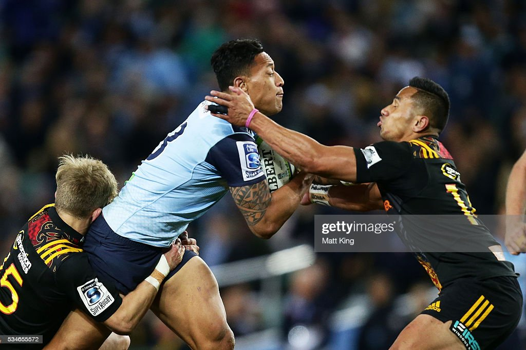 <a gi-track='captionPersonalityLinkClicked' href=/galleries/search?phrase=Israel+Folau&family=editorial&specificpeople=4194699 ng-click='$event.stopPropagation()'>Israel Folau</a> of the Waratahs runs at <a gi-track='captionPersonalityLinkClicked' href=/galleries/search?phrase=Toni+Pulu&family=editorial&specificpeople=11249932 ng-click='$event.stopPropagation()'>Toni Pulu</a> of the Chiefs during the round 14 Super Rugby match between the Waratahs and the Chiefs at Allianz Stadium on May 27, 2016 in Sydney, Australia.