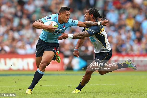 Israel Folau of the Waratahs runs the ball during the round six Super Rugby match between the Waratahs and the Brumbies at Allianz Stadium on March...