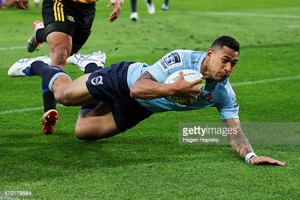 Israel Folau of the Waratahs scores a try during the round 10 Super Rugby match between the Hurricanes and the Waratahs at Westpac Stadium on April...
