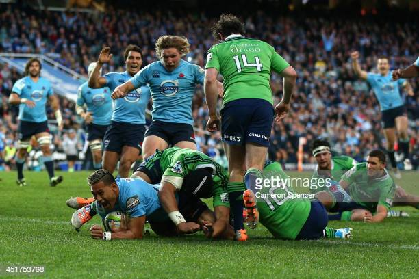 Israel Folau of the Waratahs scores a try during the round 18 Super Rugby match between the Waratahs and the Highlanders at Allianz Stadium on July 6...