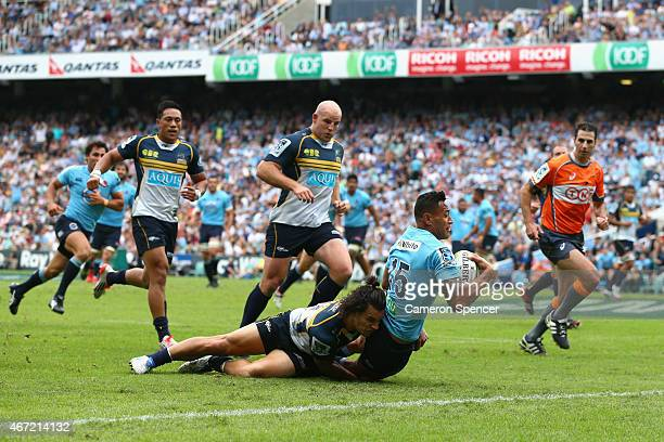 Israel Folau of the Waratahs scores a try during the round six Super Rugby match between the Waratahs and the Brumbies at Allianz Stadium on March 22...