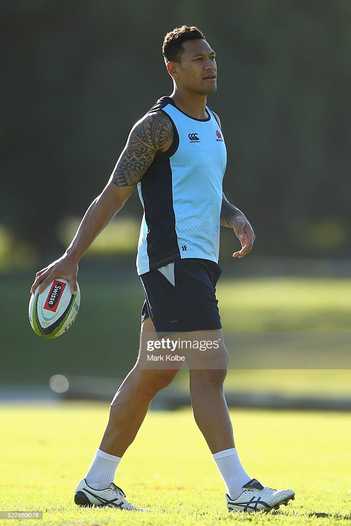<a gi-track='captionPersonalityLinkClicked' href=/galleries/search?phrase=Israel+Folau&family=editorial&specificpeople=4194699 ng-click='$event.stopPropagation()'>Israel Folau</a> watches on during a Waratahs Super Rugby training session at Kippax Lake on May 3, 2016 in Sydney, Australia.