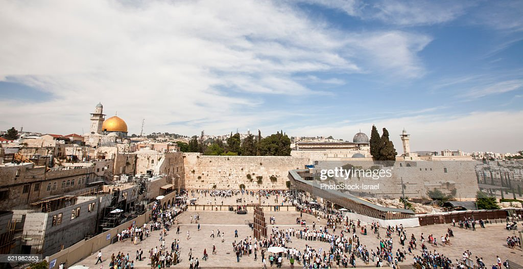 Israel, Jerusalem, Wailing Wall with the gilded dome of the rock on the left and the al-Aqsa Mosque on the right