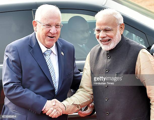 Israel President Reuven Rivlin and Prime Minister Narendra Modi during a ceremonial reception on November 15 2016 in New Delhi India The two...