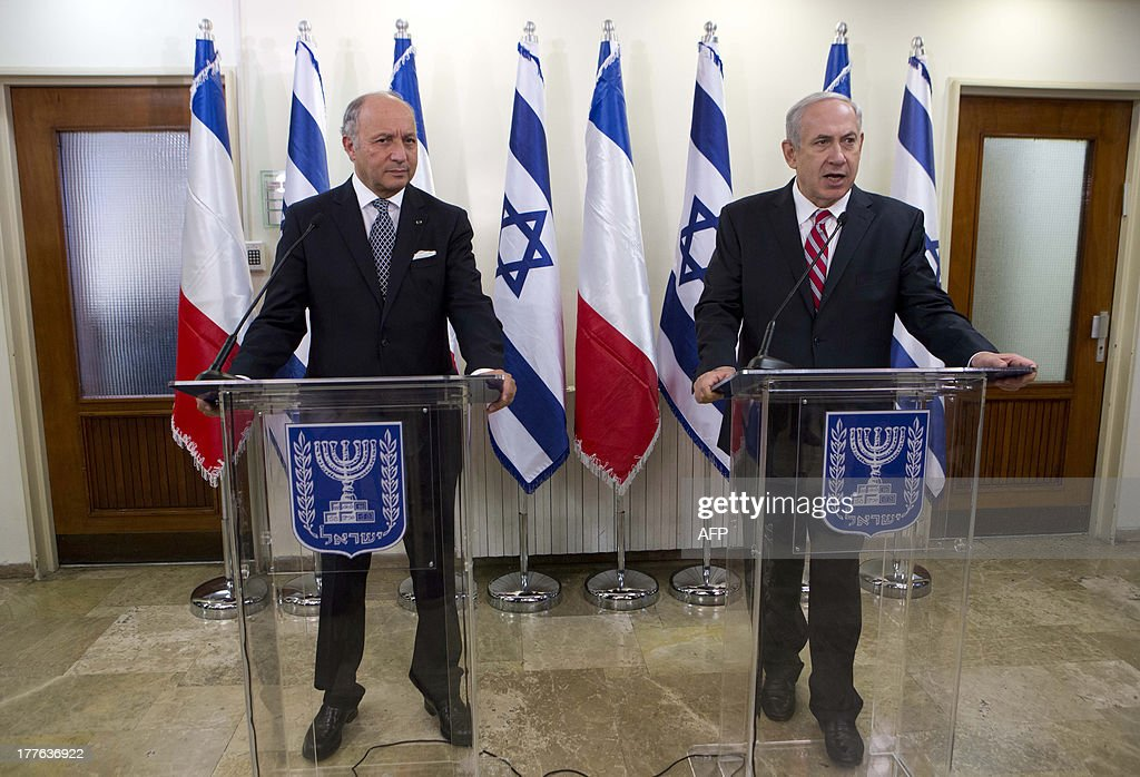 Israel Prime Minister Benjamin Netanyahu (R) shakes hands with French Foreign Minister Laurent Fabius (L) during their meeting at the prime minister office in Jerusalem on August 25, 2013.