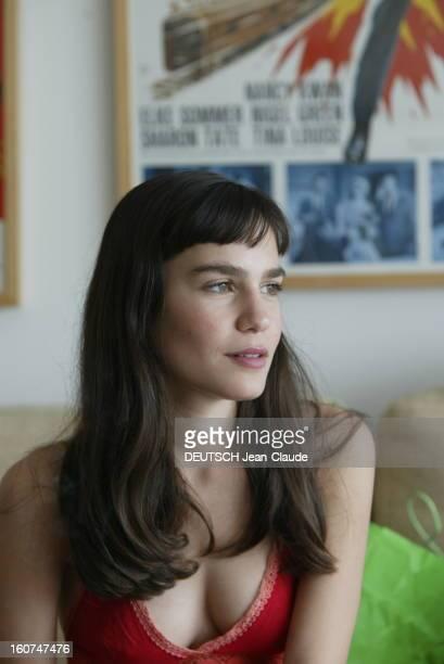 Israeli Actresses Liraz Charhi And Netta Garti Plan de troisquarts de l'actrice Netta GARTI