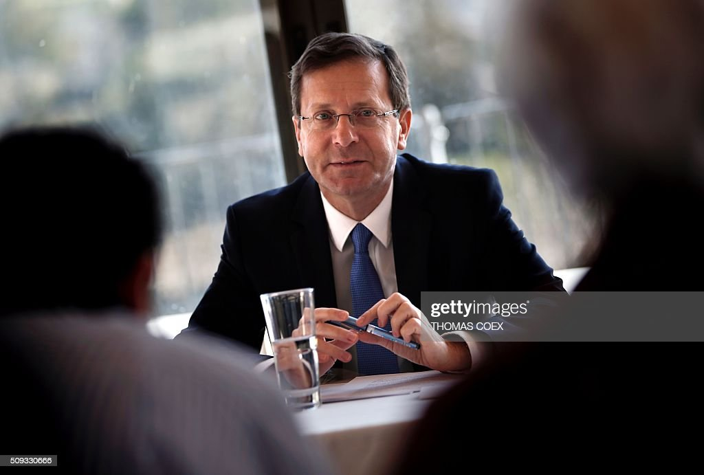 Israeli co-leader of the Zionist Union party and Labour Party's leader Isaac Herzog (C) listens to journalists during a press conference at the Jerusalem Press Club, on February 10, 2016. / AFP / THOMAS COEX