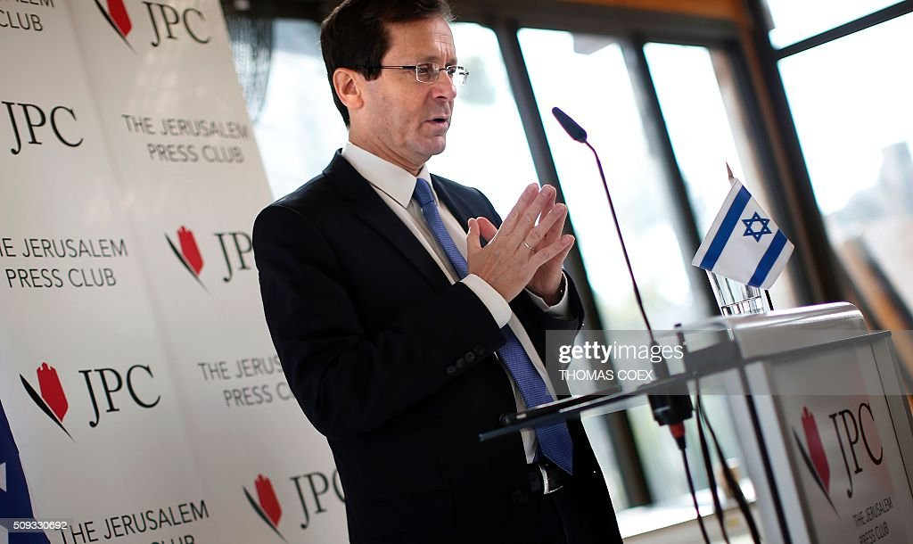 Israeli co-leader of the Zionist Union party and Labour Party's leader Isaac Herzog speaks during a press conference at the Jerusalem Press Club, on February 10, 2016. / AFP / THOMAS COEX