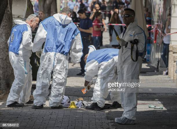 TOPSHOT Israeli forensic police inspect the site of a stabbing attack in the Israeli coastal city of Netanya on May 23 2017 / AFP PHOTO / JACK GUEZ