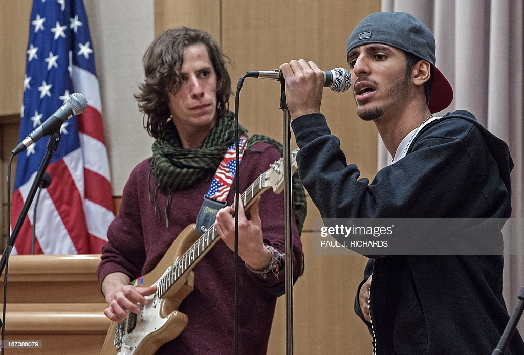 Israeli guitarist Guy Gefen(L) and Palestinian rapper Moody Kablawi perform with 'Heartbeat' November 8, 2013 inside the US Department of State in Washington. The Jerusalem-based band unites Israeli and Palestinian youth musicians and are starting their second US tour to build understanding. AFP PHOTO/Paul J. Richards
