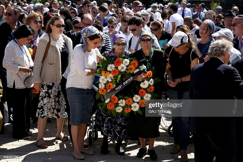Israeli holocaust survivors who survived Auschwitz death camp place a wreath during a ceremony marking the annual Holocaust Remembrance Day at the Yad Vashem Holocaust Memorial in Jerusalem on May 5, 2016. The state of Israel marks the annual Memorial Day commemorating the six million Jews murdered by the Nazis in the Holocaust during World War II. / AFP / GALI