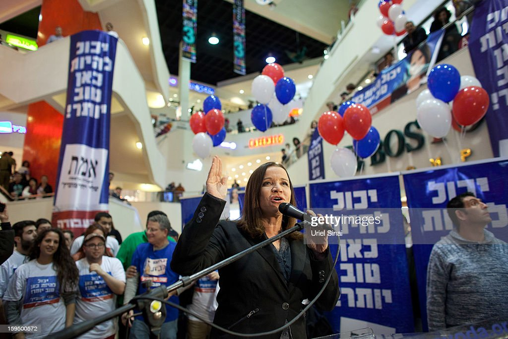 Israeli Labor party leader Shelly Yachimovich speaks during a campaign rally at a shopping center ahead of the upcoming Israeli elections on January 14, 2013. in Tel Aviv, Israel. Israeli elections are scheduled for January 22 and so far showing a majority for the Israeli right. (Photo by Uriel Sinai/Getty Images)Ê