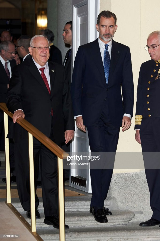 Israeli President Reuven Rivlin (L) offer a reception in honour of King Felipe VI of Spain (R) at El Pardo Palace on November 7, 2017 in Madrid, Spain.