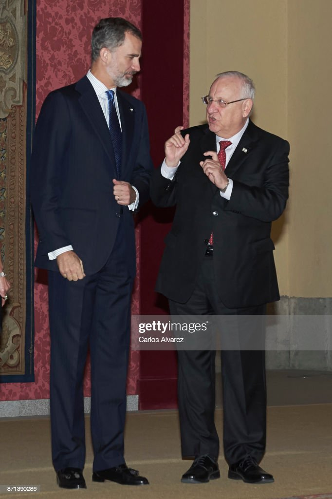 Israeli President Reuven Rivlin (R) offer a reception in honour of King Felipe VI of Spain (L) at El Pardo Palace on November 7, 2017 in Madrid, Spain.