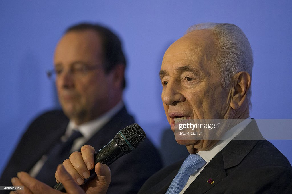 Israeli President Shimon Peres addresses a French-Israeli technology innovation summit at a hotel in the Mediterranean coastal city of Tel Aviv on November 19, 2013, during a visit with French President Francois Hollande (L) who wrapped up a three-day trip to Israel and the Palestinian territories by attending the technology event and meeting French community members.