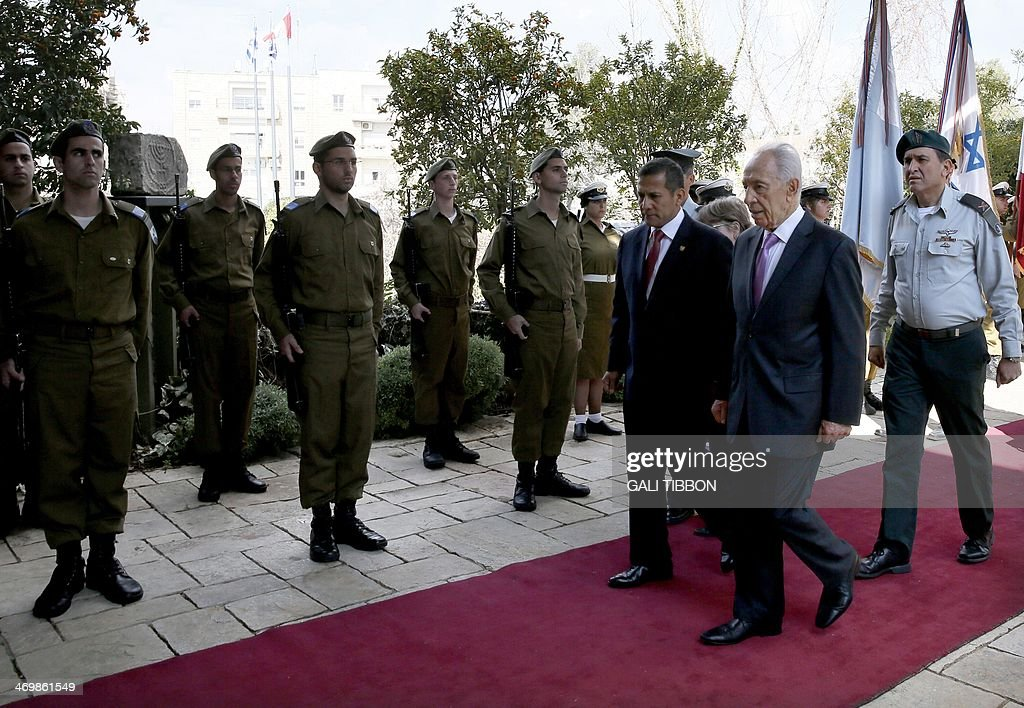 Israeli President Shimon Peres (2nd from R) and his Peruvian counterpart Ollanta Humala (3rd from R) review the honor guard during a welcoming ceremony at the presidential compound in Jerusalem, on February 17, 2014. Humala met his Israeli counterpart Peres before a working lunch with Prime Minister Benjamin Netanyahu.