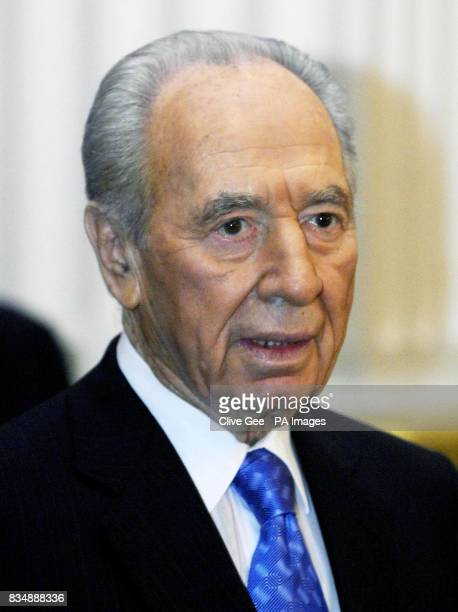 Israeli President Shimon Peres gives a speech at Mansion House in London after he received an honorary doctorate from Kings' College London