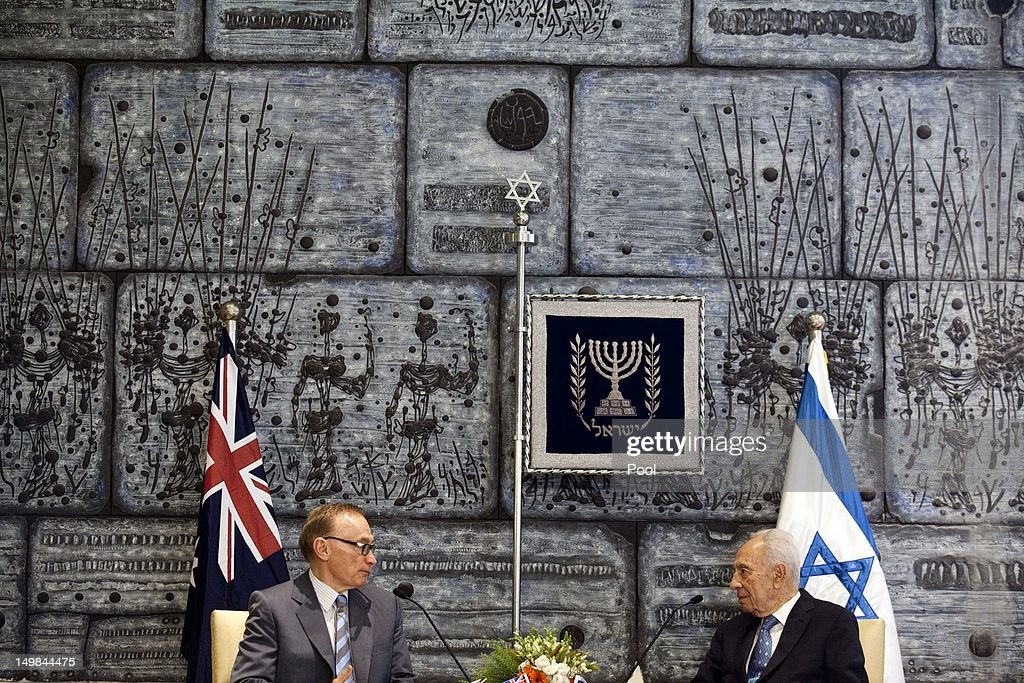 Israeli President Shimon Peres (R) holds talks with Australian Foreign Minister <a gi-track='captionPersonalityLinkClicked' href=/galleries/search?phrase=Bob+Carr&family=editorial&specificpeople=209391 ng-click='$event.stopPropagation()'>Bob Carr</a> during their meeting at the President's residence on August 05, 2012 in Jerusalem, Israel. According to reports, Carr is due to send officials from his office to monitor trials of Palestinian children sentenced to Israeli military prison.