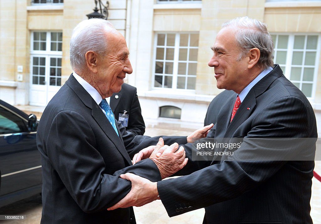 Israeli President Shimon Peres (L) is welcomed by the Organisation for Economic Co-operation and Development (OECD) Secretary-General, Angel Gurria prior to a meeting on March 8, 2013 at the OECD headquarters in Paris.