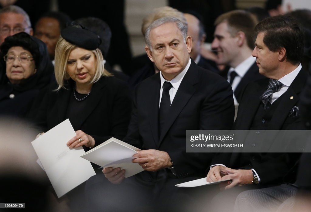 Israeli Prime Minister Benjamin Netanyahu (C) and his wife Sarah (2nd L), attend the ceremonial funeral of British former prime minister Margaret Thatcher in St Paul's Cathedral in central London on April 17, 2013. The funeral of Margaret Thatcher took place on April 17, with Queen Elizabeth II leading mourners from around the world in bidding farewell to one of Britain's most influential and divisive prime ministers. AFP PHOTO / POOL / KIRSTY WIGGLESWORTH