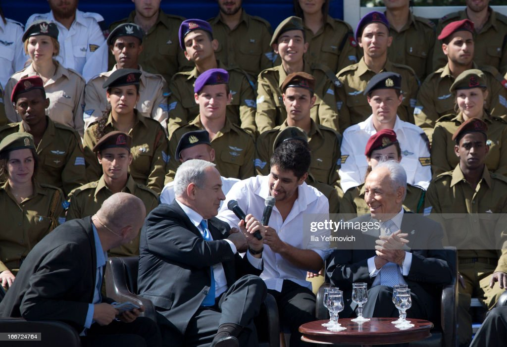 Israeli Prime Minister Benjamin Netanyahu (2nd, L) and Israeli President Shimon Peres (R) sings during a 'Singing Independence' ceremony in honour of outstanding soldiers, as part of Israel's 65th Independence Day celebrations, at the President's Residence on April 16, 2013 in Jerusalem, Israel. 120 outstanding soldiers and officers were honoured during the event.