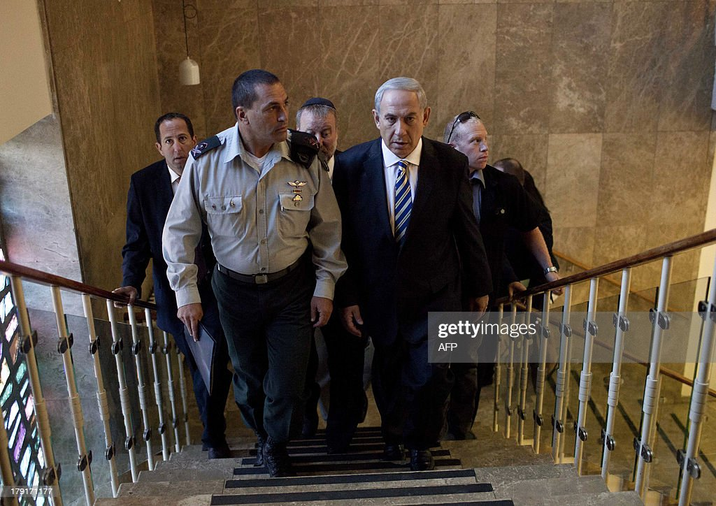 Israeli Prime Minister Benjamin Netanyahu (R) arrives to attend the weekly cabinet meeting in Jerusalem on September 1, 2013. The Israeli cabinet authorised on August 28 a partial call-up of army reservists amid growing expectations of a foreign military strike on neighbouring Syria, army radio reported.