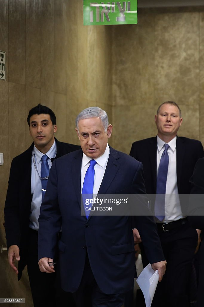 Israeli Prime Minister Benjamin Netanyahu arrives to the weekly cabinet meeting at his Jerusalem office on February 7, 2016. / AFP / POOL / Gali TIBBON