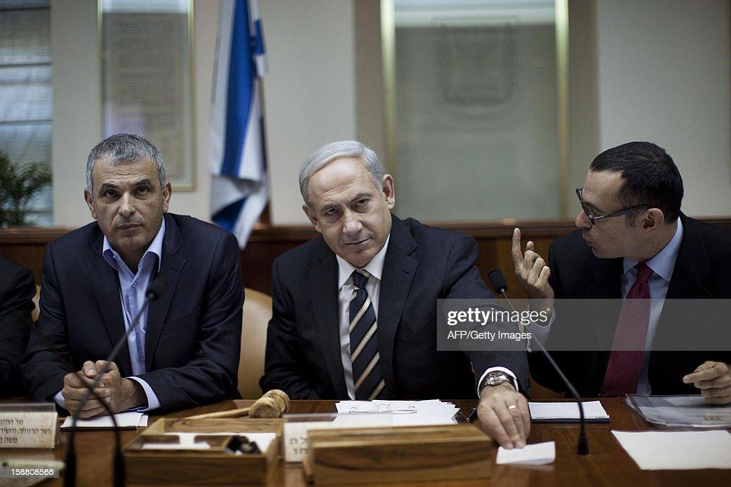 Israeli Prime Minister Benjamin Netanyahu (C) attends the weekly cabinet meeting in his Jerusalem office on December 30, 2012.