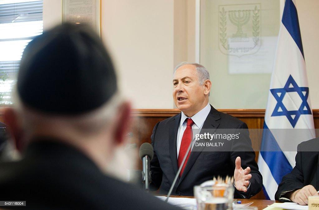 Israeli Prime Minister Benjamin Netanyahu chairs the weekly cabinet meeting in his Jerusalem office on June 26, 2016. / AFP / POOL / Dan Balilty