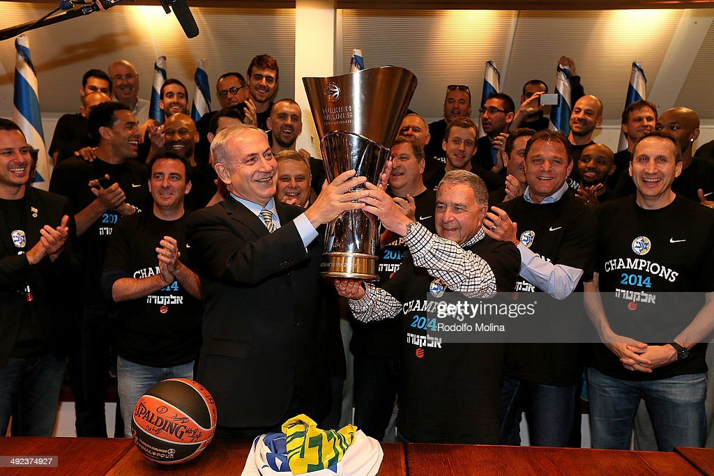Israeli Prime Minister <a gi-track='captionPersonalityLinkClicked' href=/galleries/search?phrase=Benjamin+Netanyahu&family=editorial&specificpeople=118594 ng-click='$event.stopPropagation()'>Benjamin Netanyahu</a> (C, L) holds the EuroLeague trophy with Maccabi Electra Tel Aviv President Shimon Mizrahi as head coach of Maccabi Electra Tel Aviv <a gi-track='captionPersonalityLinkClicked' href=/galleries/search?phrase=David+Blatt&family=editorial&specificpeople=836616 ng-click='$event.stopPropagation()'>David Blatt</a> (R) looks on during the Turkish Airlines EuroLeague Final Four Maccabi Electra Tel Aviv Champions Parade on May 19, 2014 in Tel Aviv, Israel.