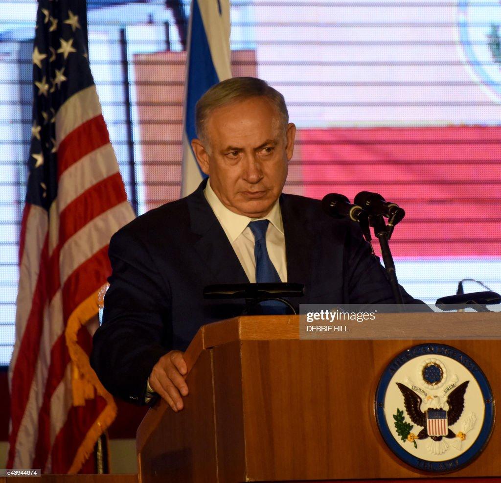 Israeli Prime Minister Benjamin Netanyahu speaks during a ceremony marking the US Independence Day at the residence of the US Ambassador to Israel in Herzliya, near Tel Aviv, on June 30, 2016. / AFP / POOL / DEBBIE