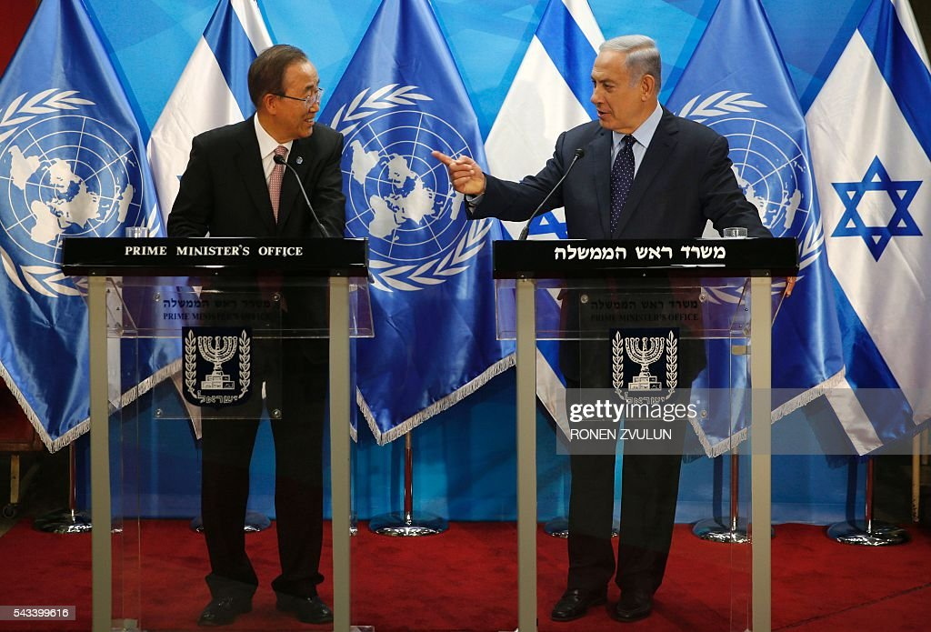Israeli Prime Minister Benjamin Netanyahu (R) stands next to UN Secretary General Ban Ki-moon as they deliver joint statements in Jerusalem on June 28, 2016. Ban is on an official visit to Israel and the Palestinian territories. / AFP / POOL / RONEN