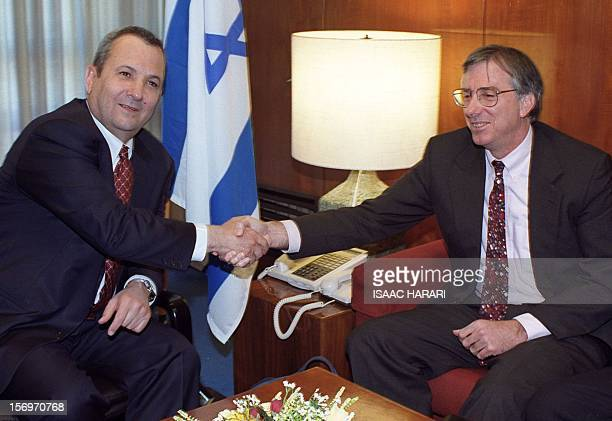 Israeli Prime Minister Ehud Barak shakes hands with US Middle East envoy Dennis Ross in Jerusalem 27 March 2000 Ross is in Israel to brief Barak on...