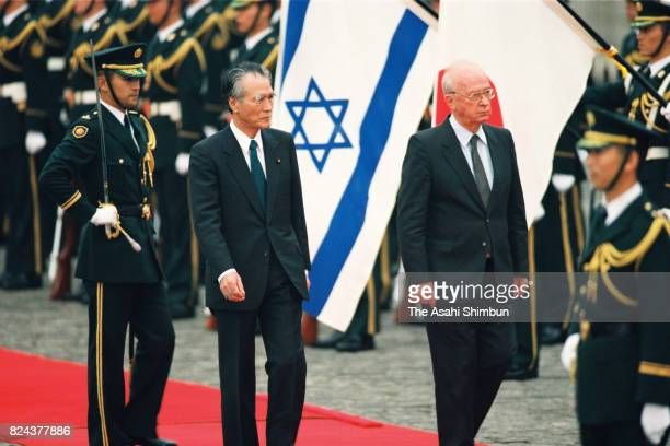 Israeli Prime Minister Yitzhak Rabin reviews the honour guard with Japanese Prime Minister Tomiichi Murayama during the welcome ceremony at the...
