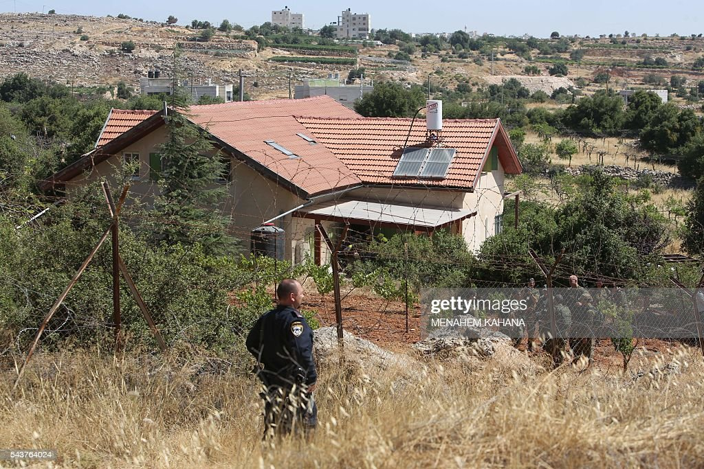 Israeli security forces inspect the surroundings of a house in the Jewish settlement of Kiryat Arba in the occupied West Bank where a 13-year-old Israeli girl was fatally stabbed in her bedroom on June 30, 2016. A Palestinian attacker stabbed a 13-year-old girl to death at her home in the Jewish settlement outside the city of Hebron before being shot dead by security guards, the Israeli army said. KAHANA