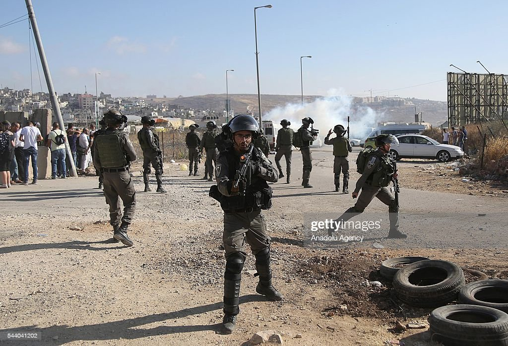 Israeli security forces intervene Palestinian men younger than 45, after they try to enter the Al-Aqsa in Ramallah, West Bank on July 1, 2016. Israeli authorities allowed Palestinian women, children under 12 and men older than 45 to enter the compound.
