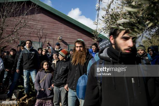 Israeli settlers barricade themselves outside a house as Israeli security forces arrive to the illegal Jewish settlement on February 1 2017 in Amona...