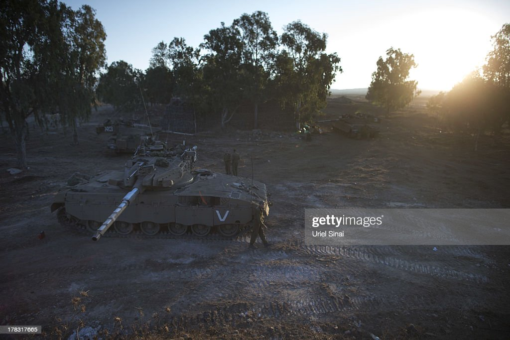 Israeli soldiers around their tank during a military exercise on August 29, 2013 near the border with Syria, in the Israeli-annexed Golan Heights. Tension's are rising in Israel amid international talks of a military intervention In Syria.