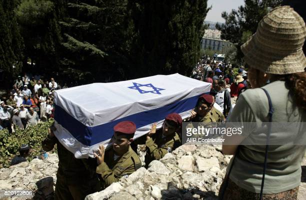 Israeli soldiers carry the coffin of Israeli soldier Sgt Yehuda Greenfeld during his funeral at the military cemetery in Jerusalem 07 August 2006...