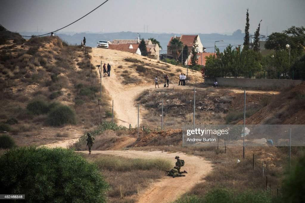 Israeli soldiers, civilians and members of the media all stand near the Israeli-Gaza border during operation 'Protective Edge' on July 21, 2014 near Sderot, Israel. Yesterday marked the bloodiest day of the conflict yet, as 13 Israeli soldiers died and the death toll in Gaza passed 500 people.