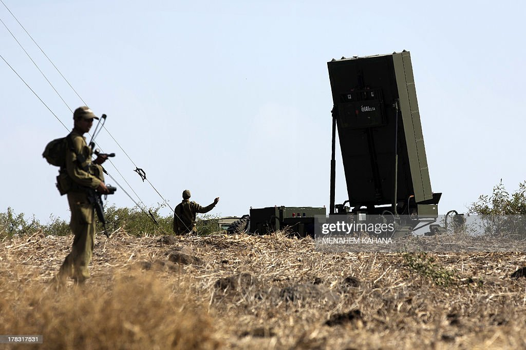 Israeli soldiers gather next to anti-missile radars positioned in the North of Israel on August 29, 2013. The Israeli cabinet authorised on August 28 a partial call-up of army reservists amid growing expectations of a foreign military strike on neighbouring Syria, army radio reported. The unspecified number of troops are attached to units stationed in the north of the country, which borders both Lebanon and the Golan Heights. AFP PHOTO/MENAHEM KAHANA