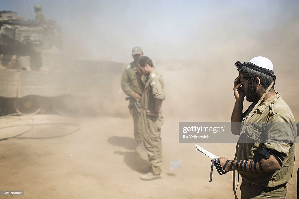 Israeli soldiers pray near the Israeli Gaza border as the 24 hour ceasefire begins on July 27, 2014 on the Israeli/Gaza border, Israel. Forty-two Israeli soldiers and over 1,000 Palestinians have been killed as the Israeli operation 'Protective Edge' nears three weeks.