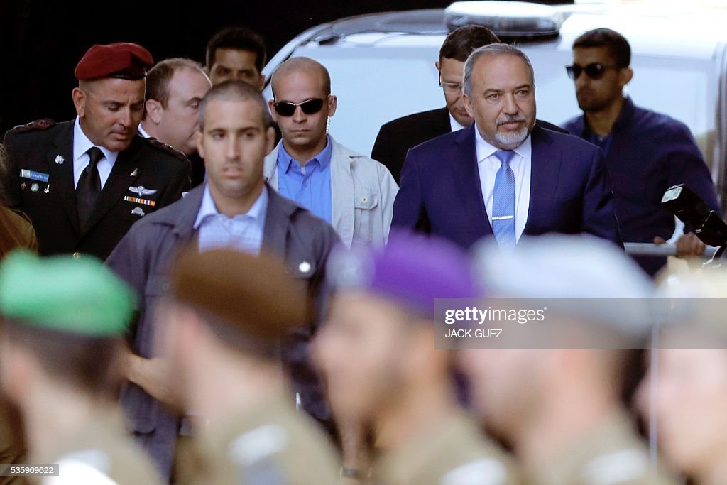 Israeli ultra-nationalist and newly appointed defence minister Avigdor Lieberman (R) arrives for the welcoming ceremony at the Defence Ministry in the city of Tel Aviv, on May 31, 2016. Lieberman assured he supported the creation of a Palestinian state after being sworn in as defence minister despite outrage over his appointment to the powerful post. / AFP / JACK