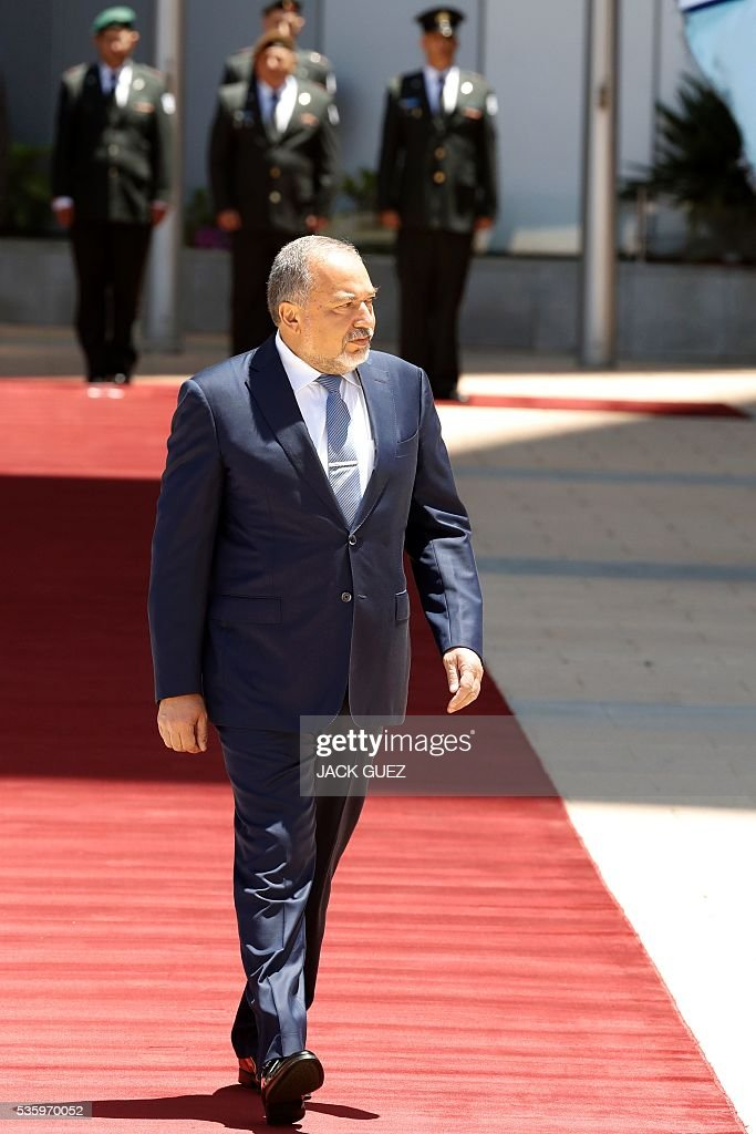 Israeli ultra-nationalist and newly appointed defence minister Avigdor Lieberman attends the welcoming ceremony at the Defence Ministry in the city of Tel Aviv, on May 31, 2016. Lieberman assured he supported the creation of a Palestinian state after being sworn in as defence minister despite outrage over his appointment to the powerful post. / AFP / JACK