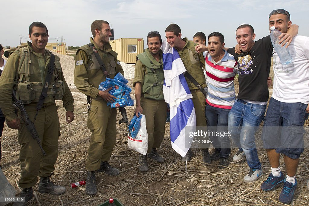 Israelis come to support and gives presents to soldiers in the city of Ashdod on November 18, 2012, on the fifth day of Israel's bombadment of the Palestinian Gaza Strip. Israel's Foreign Minister Avigdor Lieberman said that Israel would not negotiate a truce with Gaza Strip's Hamas rulers as long as rocket fire continues from the Palestinian enclave. AFP PHOTO / JACK GUEZ