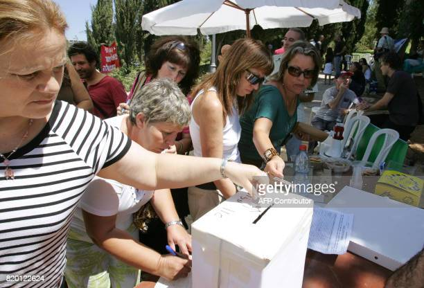 Israelis donate money to a campaign against the government outside the Knesset in Jerusalem 23 August 2006 Public anger at perceived mismanagement of...