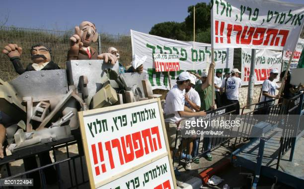 Israelis holding up banners and effigies of Defence Minister Amir Peretz Prime Minister Ehud Olmert and Chief of Staff Dan Halutz protest outside the...
