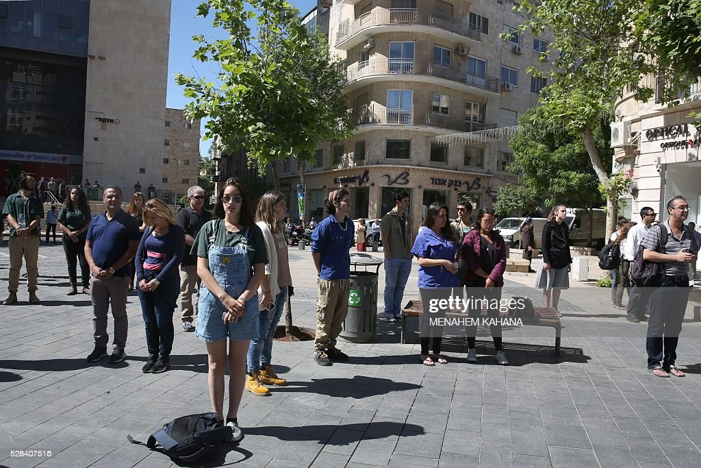 Israelis stop and stand in silence in the centre of Jerusalem on May 5, 2016, as sirens wailed across Israel for two minutes marking the annual day of remembrance for the six million Jewish victims of the Nazi genocide. The Holocaust Remembrance Day commemorates the six million Jews killed by the Nazis during World War II, and is an internationally recognized date corresponding to the 27th day of Nisan on the Hebrew calendar which begins this year in the evening of May 4 and ends in the evening of May 5. / AFP / MENAHEM
