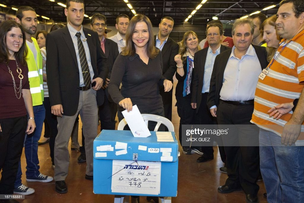 Israel's Labour party leader Shelly Yachimovich (C) casts her vote during her party's central primary convention at a polling station on November 29, 2012 in the Mediterranean coastal city of Tel Aviv. AFP PHOTO / JACK GUEZ