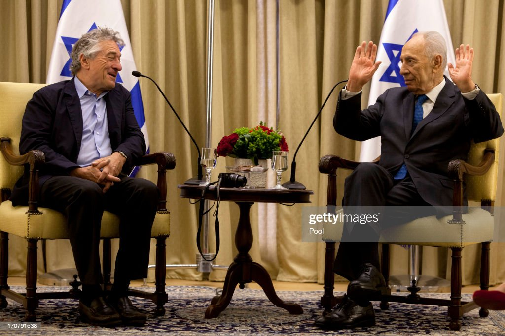 Israel's President <a gi-track='captionPersonalityLinkClicked' href=/galleries/search?phrase=Shimon+Peres&family=editorial&specificpeople=201775 ng-click='$event.stopPropagation()'>Shimon Peres</a>, right, gestures during a meeting with Actor <a gi-track='captionPersonalityLinkClicked' href=/galleries/search?phrase=Robert+De+Niro&family=editorial&specificpeople=201673 ng-click='$event.stopPropagation()'>Robert De Niro</a>, at the President's residence in Jerusalem on June 18, 2013 in Jerusalem, Israel.